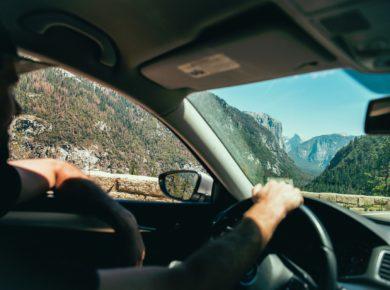 Pięć wskazówek, które pomogą Ci przetrwać długie podróże samochodem.